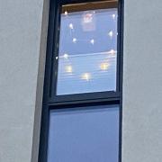 Fenster mit Lichterkette